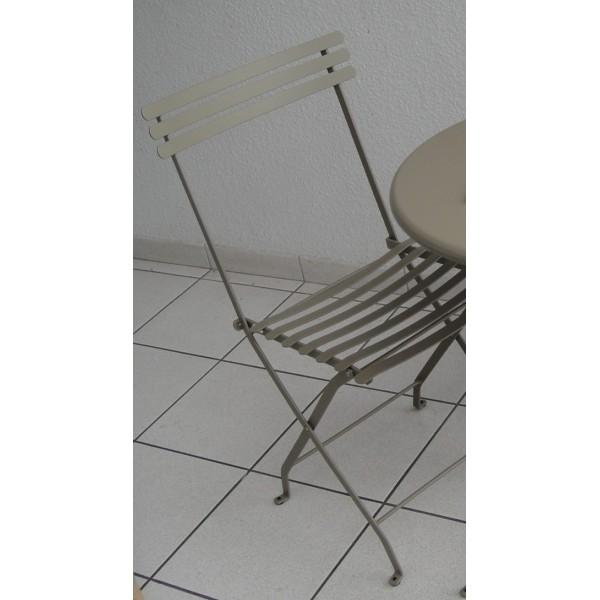 chaise pliante d 39 exterieur intemporelle en m tal. Black Bedroom Furniture Sets. Home Design Ideas