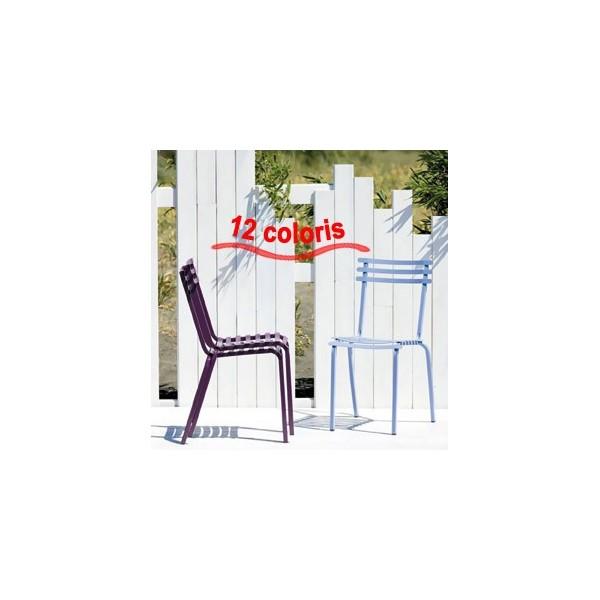 chaise d 39 exterieur intemporelle en m tal. Black Bedroom Furniture Sets. Home Design Ideas