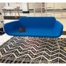 Canapé 2 places asymétrique ultra - design sur piétement fin en métal L180xP77xH98/38cm