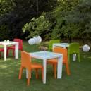 Table 4 pieds design pour INTERIEUR ou EXTERIEUR en Polyéthylène couleur