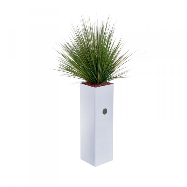 jardini re haute et troite garnie de gramin es artificielles. Black Bedroom Furniture Sets. Home Design Ideas