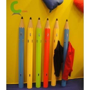 """Porte-manteau enfant mural forme """"crayon"""" en bois teinté, couleurs vives"""